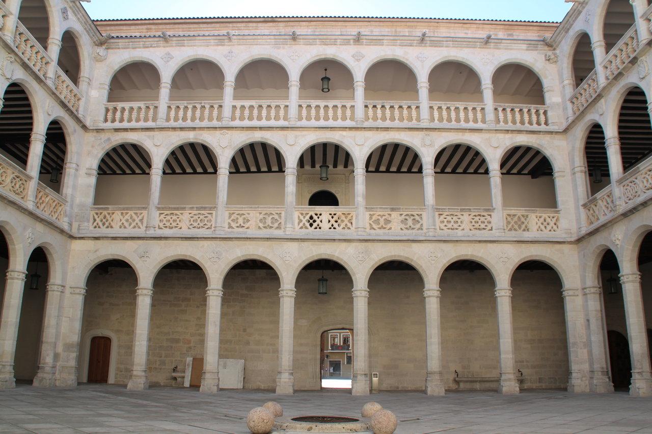 Claustro del palacio de santa cruz